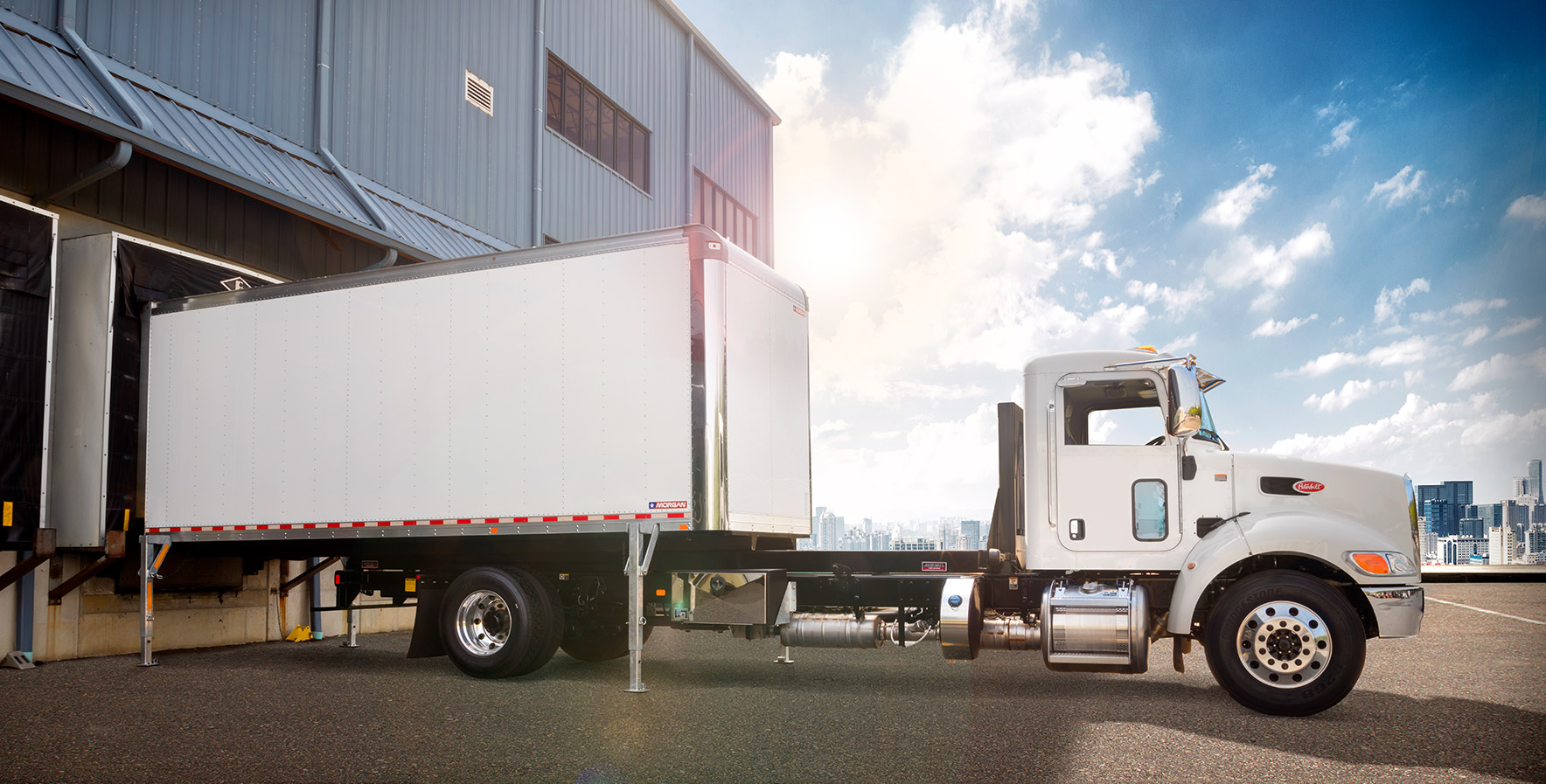 Demountable Concepts truck body detaching from chassis at loading dock